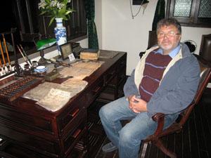 Писатель Юрий Поляков в Шанхае. Фото М. Дроздова