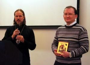 Председатель РКШ М. Дроздов получает от вл. Марка икону на молитвенную память