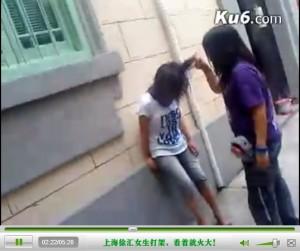 Драки школьниц теперь снимают и в Шанхае