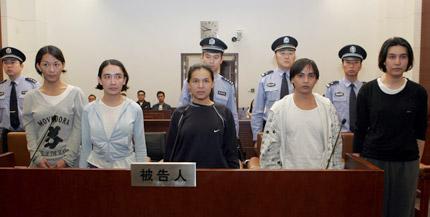 В Шанхае за грабеж судят пятерых трансвеститов из Филиппин