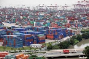 Порт Шанхая становится лидером по контейнерным перевозкам