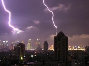 В Шанхае объявлено штормовое предупреждение из-за нашествия холодных воздушных масс и сильного ветра
