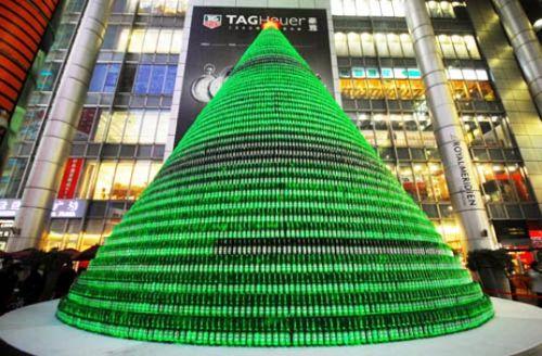 Heineken поставила ёлку в Шанхае из 1000 пивных бутылок