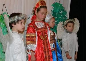 Сцена из спектакля 1. Марфа, Маша и Ангелы