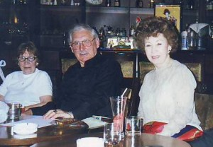 Супруги Николаевы на встрече с членами Русского клуба в Шанхае. Фото 2001 г.